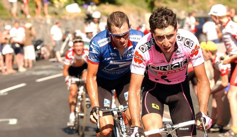 Joseba Beloki en uno de sus grandes duelos con Amstrong en el Tour de Francia