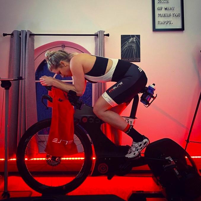 Women training with ELITE